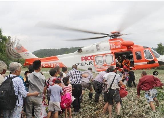 直击射洪黑水浩孤岛救援 直升机开辟空中通道