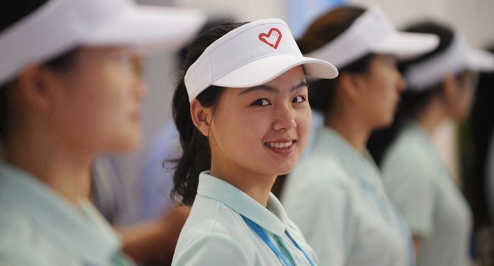 省运会进行时|赛会志愿者:贴心的服务 最美的笑容